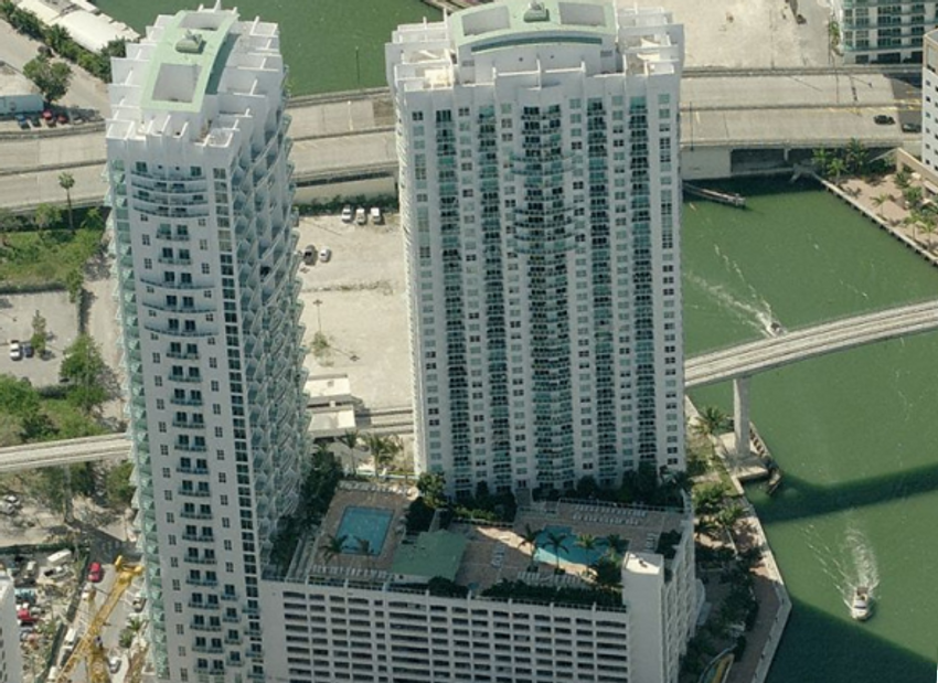 Brickell On The River S