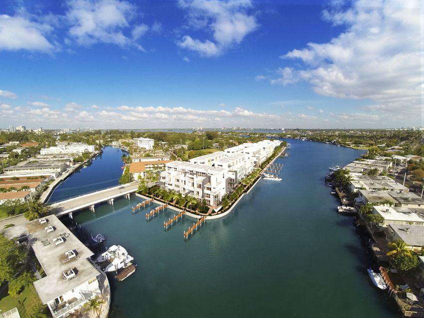 IRIS on The Bay Miami Beach